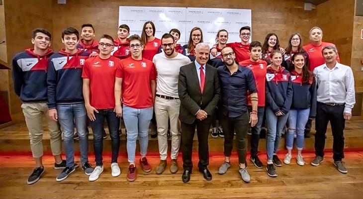 ANDBANK i la Federació Andorrana de Natació presenten l'equip nacional i el nou director tècnic